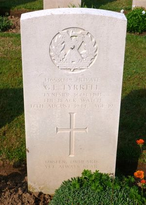 Pte G E Tyrell's CWGC headstone.