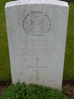 Pte G D Hall's CWGC headstone.