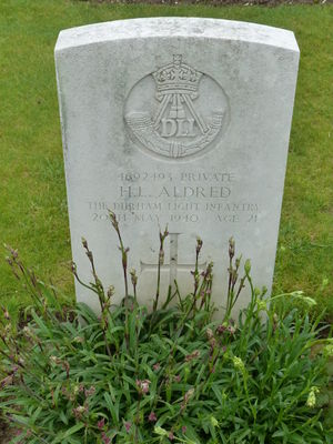 Pte H L Aldred's CWGC headstone.
