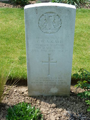 Pte C W A Gall's CWGC headstone.