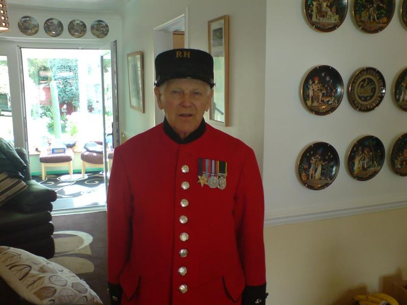 File:Tommy in Chelsea Pensioner uniform.jpg